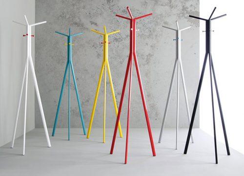 1Matle6301 1 500x360 - מתלים מעוצבים למעילים ולבגדים במגוון צבעים | מס': 6301