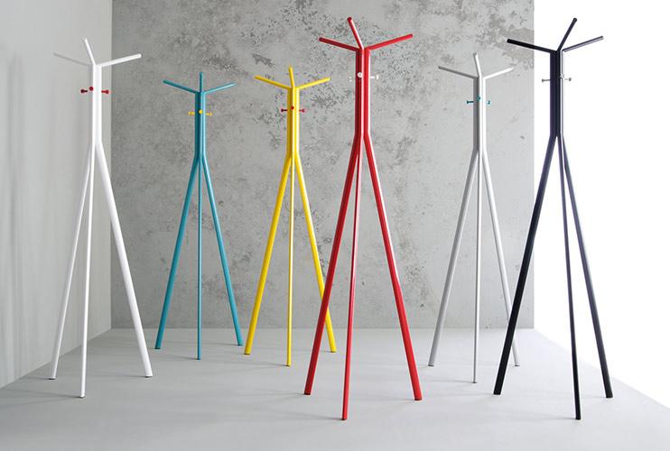 מתלים מעוצבים למעילים ולבגדים במגוון צבעים | מס': 6301