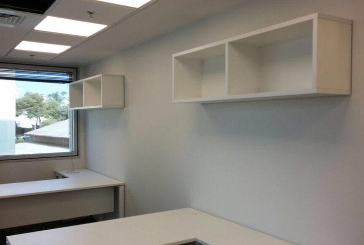ארון משרדי- כונניות פתוחות בתפישה על קיר גבס | מס': 1110