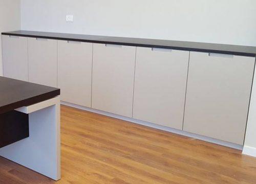11Afuksi1311 500x360 - ארון איחסון למשרד- ארונית בפורניר ואפוקסי תואם לשולחן | מס': 1311