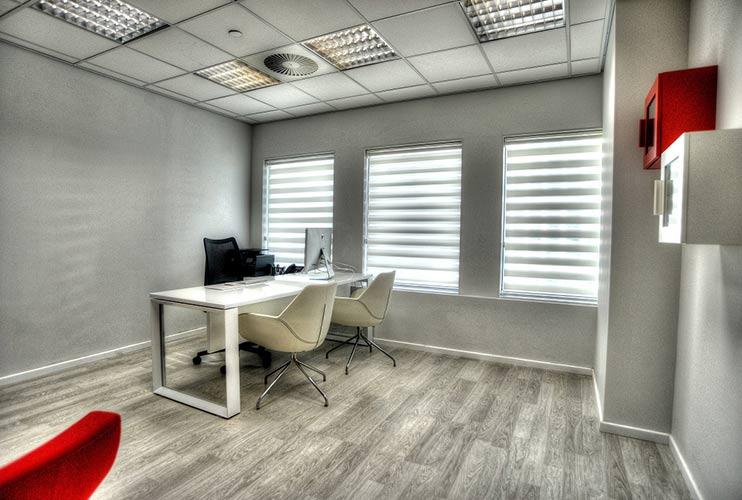 שולחן משרדי- STAR דגם פורמייקה משולב זכוכית | מס': 3012