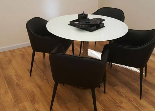 18BigTable3218 500x360 - שולחן לחדר ישיבות קטן עגול בזכוכית | מס': 3218