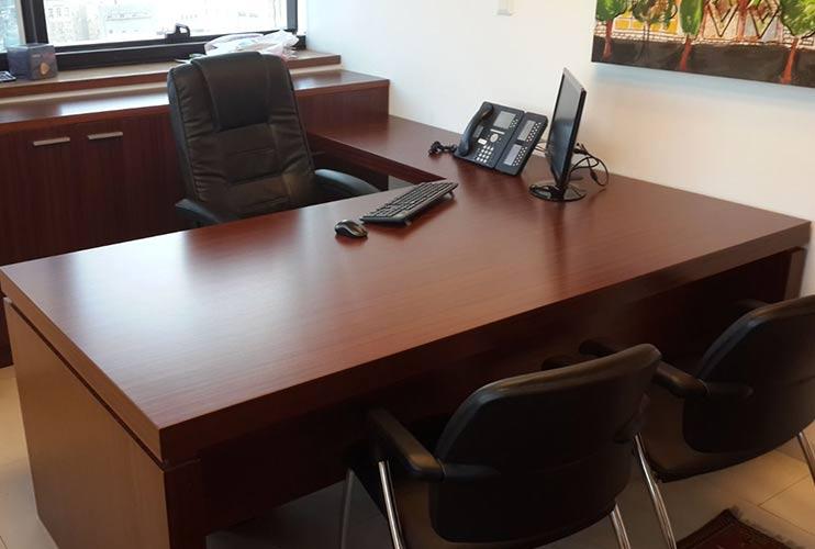 שולחן משרדי- דגם מיתר בפורניר מהגוני | מס': 3018
