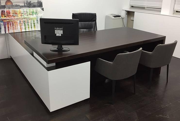 שולחן משרדי- דגם רוכב בפורניר אלון וונגה   מס': 3019