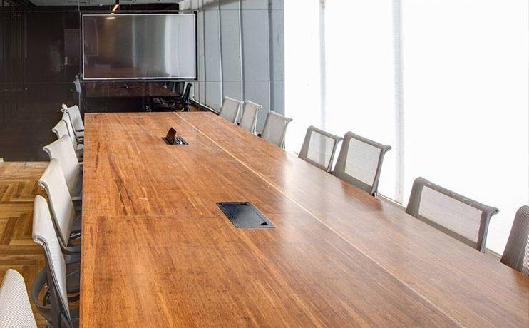 שולחן לחדר לישיבות