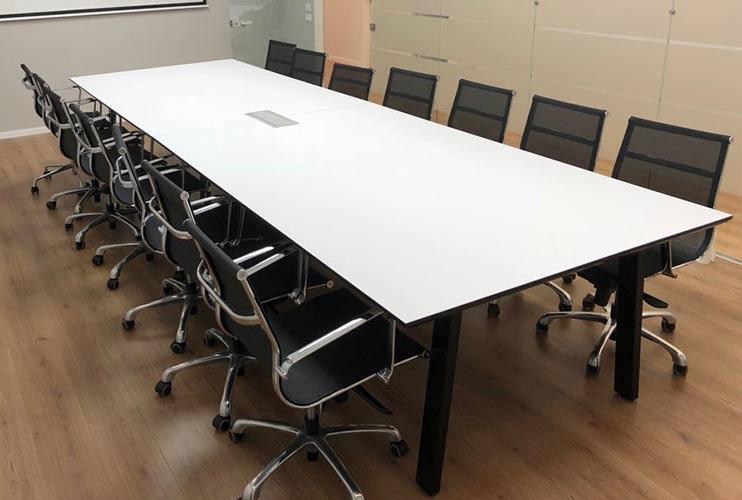 שולחן לחדר ישיבות בפורמייקה לבנה | מס': 3222