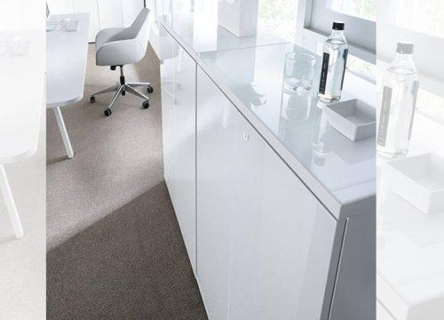 2Zhyhit1202 500x360 - ארון איחסון למשרד- ארונות בפורמייקה לבנה זכוכית מודבקת על הטופ | מס': 1202