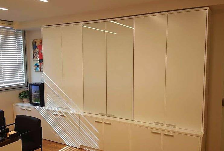 ארון איחסון למשרד- ארונות אפוקסי משולבי זכוכית   מס': 1303