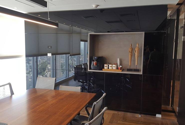 ארון איחסון למשרד- ארון קיר בזכוכית שחורה | מס': 1203