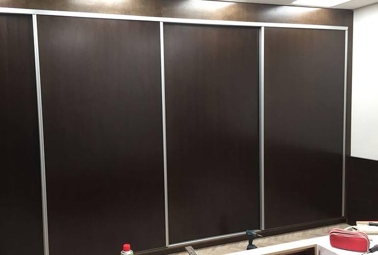 ארון איחסון למשרד- ארון קיר עם דלתות הזזה-בפורניר נגרות אומן | מס': 1304