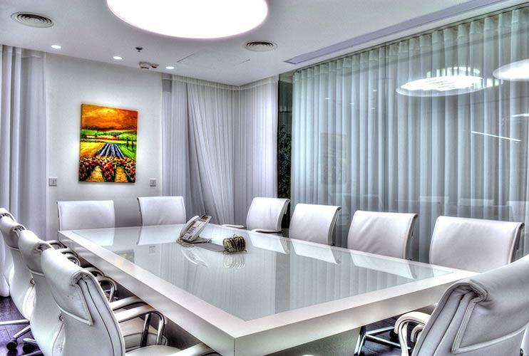 שולחן לחדר ישיבות משולב זכוכית ואפוקסי   מס': 3204