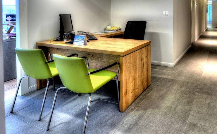 שולחן משרדי- מערכות עובדים