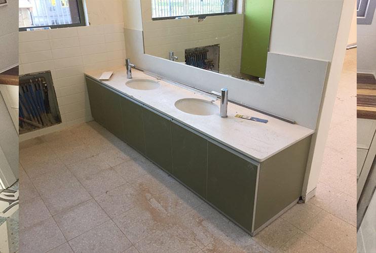 ארון לחדר שירותים במשרד | מס': 7008