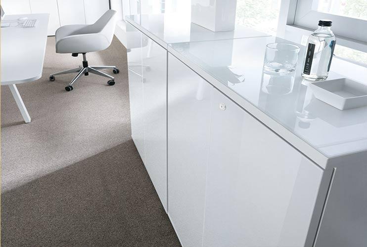 ארון איחסון למשרד- ארונות בפורמייקה לבנה זכוכית מודבקת על הטופ   מס': 1009