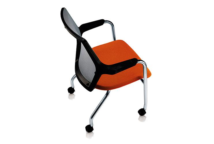 כסא אורח / כסא לחדר ישיבות דגם ROBIN עם גלגלים / מס' 620